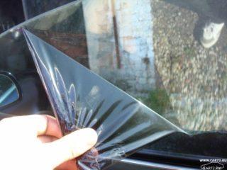 Чем оттереть стекло после тонировки
