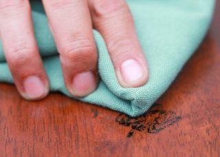 Чем оттереть перманентный маркер с мебели в домашних условиях