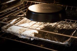 Как очистить чугунную сковороду от ржавчины быстро и уход за ней