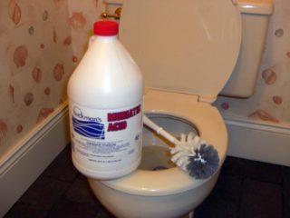 Как очистить налет в унитазе внизу