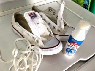 Как почистить белые кожаные или тряпичные кроссовки