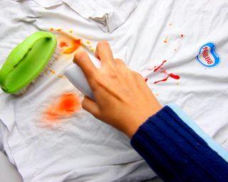 Чем отстирать краску с одежды для волос: как вывести и чем можно отмыть свежее пятно, как убрать и чем удалить въевшееся?