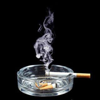Сигаретный дым портит не только воздух в квартире, но и влияет на внешний вид штор