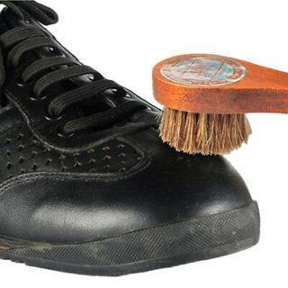 Кроссовки из натуральных материалов лучше чистить сухим способом