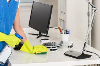 Уборка в офисе проходит согласно четкого алгоритма и проводится сверху вниз