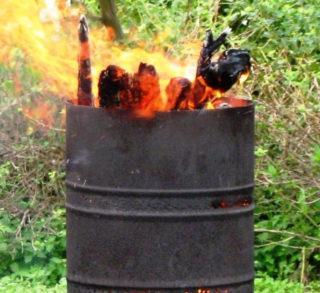Безопасный способ избавиться от мусора - сжечь его