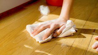Мыльный раствор прекрасное средство для того, чтобы убрать с поверхности остатки уксуса или другого средства