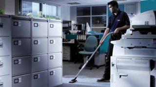 Осуществлять уборку лучше всего в вечернее время или до начала рабочего дня