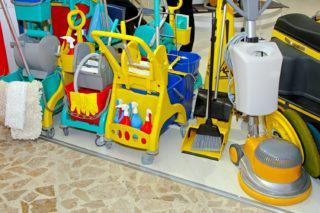 Цветовое кодирование уборочного инвентаря для хранения в медицинских учреждениях